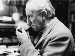 Lo scrittore J. R. R. Tolkien.