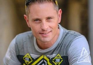 Incidente mentre fa parapendio: Grant Thompson, star di YouTube, muore a 38 anni