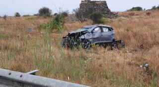 Incidente SS101 a Gallipoli, auto impatta contro il guardrail e si ribalta: muore mamma 32enne