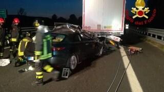 Incidente sull'A1 tra Toscana e Umbria, auto sotto un tir: automobilista morto schiacciato