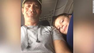 Mamma convinta che figlio autistico avrebbe disturbato il suo vicino in aereo: i due diventano amici