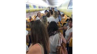 Due sorelle si prendono a schiaffi: volo Ryanair costretto a decollare con un'ora di ritardo