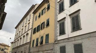 Livorno, papà va a giocare alle slot machine. Figlio di 6 anni sale sul tetto di casa a 20 metri