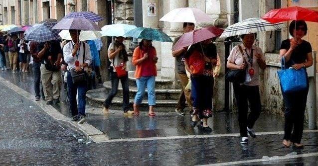 Previsioni meteo 26 luglio, Italia divisa a metà: inizio settimana con maltempo al Nord, sole al Sud