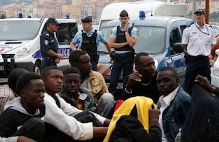 """Ong francese: """"Migranti chiusi in un container a Mentone tutte le notti. Tra loro anche minori"""""""