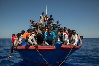 No, la presenza delle ONG non fa aumentare gli sbarchi: lo dicono i numeri