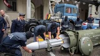 """In casa fucili da guerra e un missile, dei migranti dicevano: """"Scimmie, invasori d'Europa"""""""