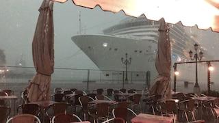 Nave Costa Deliziosa sbanda a Venezia: interviene la procura. Scontro Toninelli - sindaco