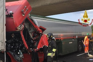 Incidente A4 a San Stino di Livenza, maxi tamponamento tra 4 tir: 1 morto, traffico bloccato