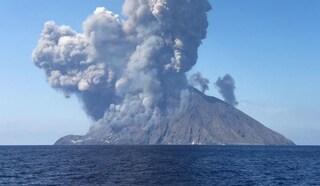 Stromboli, violente esplosioni dal cratere: paura tra i turisti, morto un escursionista