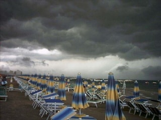 Meteo. Tornano i temporali al Nord. Evacuato campeggio in Piemonte. Il caldo non molla il Sud