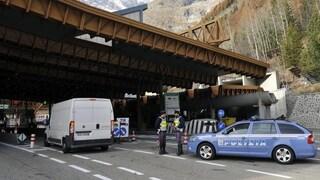Fumo da un autobus nel traforo del Monte Bianco, 67 passeggeri evacuati e lunghe code