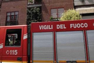 Casa in fiamme in Sicilia, si arrampica sul balcone e salva 4 bambini dall'incendio