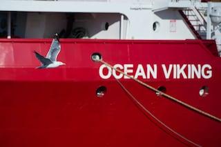 Ocean Viking, un'altra nave ong in mare con 80 migranti. Salvini scrive alla Norvegia