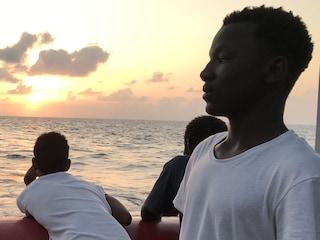 Migranti, perché Salvini Trenta e Toninelli hanno bloccato nave Eleonore con 101 persone a bordo