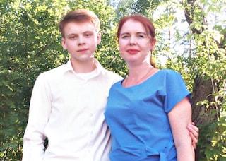 Russia, 16enne massacra madre, nonni e i gemellini di 4 anni a colpi di accetta. Poi si uccide