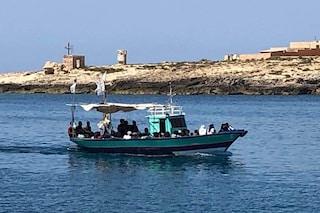 Migranti, sbarchi autonomi a Lampedusa: più di 100 arrivati oggi, hotspot sovraffollato