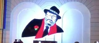 Umberto Eco, Alessandria gli dedica un monumento a led da un'idea di Sgarbi