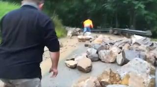 Maltempo in Val d'Ossola: nubifragio causa una frana a San Domenico, strada chiusa
