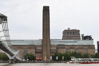 Londra, bambino di 6 anni spinto giù dalla terrazza della Tate: arrestato un 17enne
