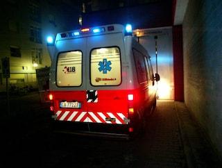 Vicenza: parcheggia l'auto in discesa, apre il baule ma viene travolto dalla vettura e muore