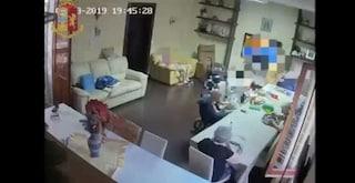 Catania, anziani legati, insultati e minacciati: titolare di casa di riposo incastrata da video