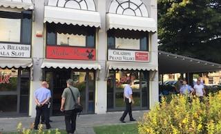 Reggio Emilia, barista accoltellata e uccisa. Killer in fuga, caccia all'uomo in tutta la città