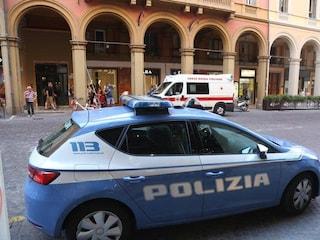 Bologna, ucciso un giovane dopo la lite col vicino: arrestato 58enne, salvato dal linciaggio