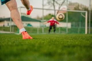 """Imperia. Crolla porta di calcio mentre gioca, grave 13enne: """"Lesioni alla testa"""""""