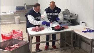Torino, carne al bisolfito di sodio per farla sembrare fresca: 568 kg di prodotti sequestrati