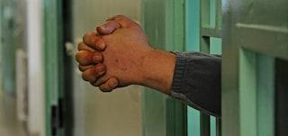 Cinque agenti del carcere di San Gimignano a processo per tortura: è la prima volta in Italia