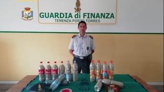 Sardegna, turisti nascondono 40 chili di sabbia nel suv: rischiano 6 anni di carcere