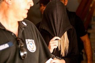 """Stuprata da 12 coetanei e arrestata per false accuse, 19enne denuncia: """"Costretta dalla polizia"""""""