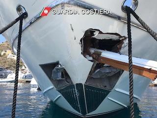 Eolie, scontro tra traghetto con 350 passeggeri a bordo e uno yacht: 5 feriti