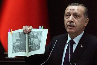 Turchia, Erdoğan annuncia di aver distrutto più di 300mila libri contrari al regime
