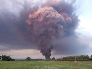 Incendio Faenza, domate le fiamme nel capannone Lotras: ecco l'esito delle analisi sull'aria