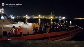 Gallipoli, nella notte sbarcano 62 migranti con un veliero: tra loro 9 minori non accompagnati