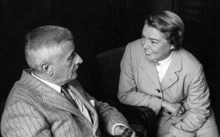 Fernanda Pivano insieme a William Faulkner, in una foto del 1955.