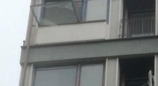 Firenze, bimbo di 2 anni sfonda zanzariera della finestra e cade giù per oltre 6 metri
