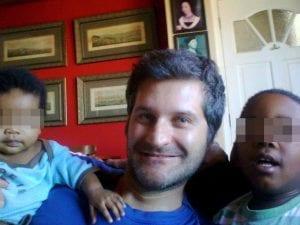 Giona Tuccini e i suoi figli (Facebook)