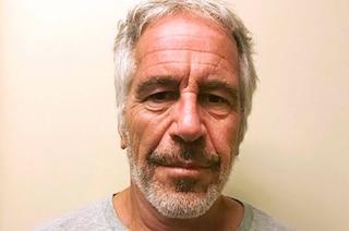 """Giallo morte Jeffrey Epstein, l'autopsia conferma: """"Si è impiccato"""""""