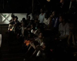 """Open Arms con a bordo Richard Gere salva altri 39 migranti: """"Aspettiamo porto sicuro"""""""