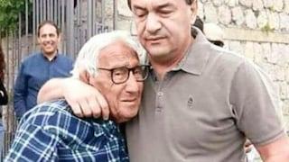 """Mimmo Lucano e il divieto di visitare il padre morente, il Garante dei Detenuti: """"Un suo diritto"""""""