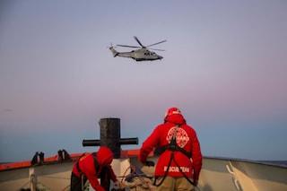 """Open Arms dichiara lo stato di necessità: """"Non è più possibile garantire sicurezza a bordo"""""""