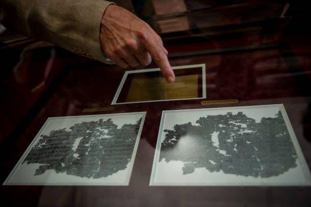 Officina dei Papiri Ercolanesi alla Biblioteca Nazionale di Napoli