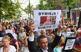 "Polonia, l'arcivescovo di Cracovia: ""I gay sono peste arcobaleno"""