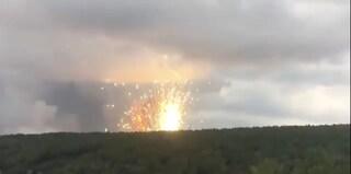 Russia, esplodono armi per sedici ore: 16mila sfollati, 12 feriti e 1 disperso. Il video