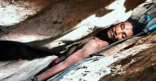 Rimane incastrato in una fessura della montagna mentre ricerca escrementi di pipistrello: salvato