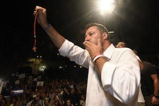 """Crocifisso a scuola, Salvini: """"Fioramonti vuole toglierlo, ma è un ministro o un comico?"""""""