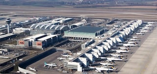 Sbaglia uscita in aeroporto e blocca tutto lo scalo: 130 voli cancellati, caos a Monaco